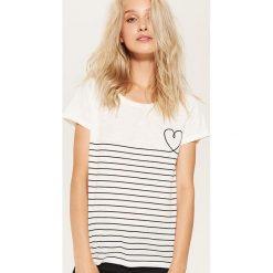 Koszulka w paski - Kremowy. Białe t-shirty damskie marki House, l, w paski. W wyprzedaży za 15,99 zł.