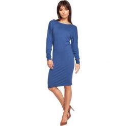 COURTNEY Sukienka z dekoltem i wstążką na plecach - niebieska. Niebieskie sukienki marki BE, na co dzień, l, z dekoltem na plecach, z długim rękawem, oversize. Za 136,99 zł.