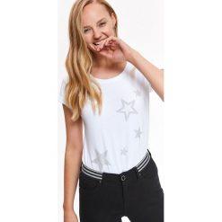 BAWEŁNIANY T-SHIRT Z NADRUKIEM. Szare t-shirty damskie Top Secret, z nadrukiem, z bawełny. Za 49,99 zł.