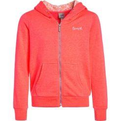 Bench BEACHY ZIP THRU Bluza rozpinana neon pink. Szare bluzy dziewczęce rozpinane marki Bench, z bawełny, z kapturem. Za 209,00 zł.