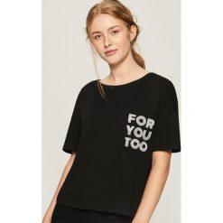 Bawełniany t-shirt z kieszenią - Czarny. Czarne t-shirty damskie marki Sinsay, l, z bawełny. Za 24,99 zł.