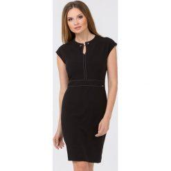 Wizytowa sukienka z wyrazistą lamówka. Brązowe sukienki hiszpanki Monnari, wizytowe, z krótkim rękawem, midi, dopasowane. Za 299,00 zł.
