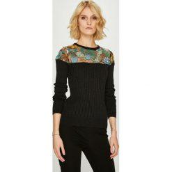 Desigual - Sweter. Brązowe swetry klasyczne damskie marki Desigual, m, z dzianiny, z okrągłym kołnierzem. W wyprzedaży za 299,90 zł.
