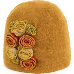 Czapka damska  Różany ogród żółta. Czerwone czapki zimowe damskie Art of Polo. Za 61,09 zł.