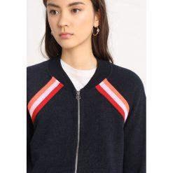 Sundry TRACK JACKET INSERT Bluza rozpinana navy. Niebieskie bluzy rozpinane damskie Sundry, xs, z bawełny. W wyprzedaży za 414,50 zł.
