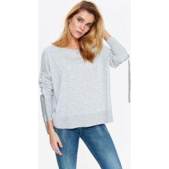 Swetry oversize damskie: DAMSKI SWETER Z TAŚMAMI NA RĘKAWACH Z BARDZO PRZYJEMNEJ DZIANINY