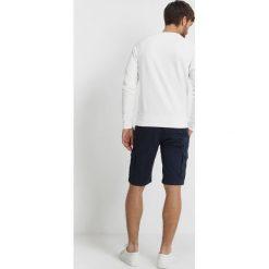 GANT THE SUMMER LOGO CNECK Bluza eggshell. Białe kardigany męskie marki GANT, m, z bawełny. W wyprzedaży za 377,10 zł.
