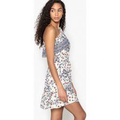 Sukienki: Prosta, asymetryczna, wzorzysta sukienka z dużym dekoltem