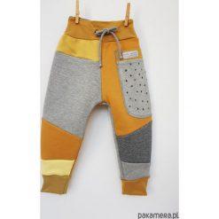 PATCH PANTS spodnie 104 - 152 cm szary & miód. Szare spodnie dresowe dziewczęce Pakamera, z dresówki. Za 109,00 zł.