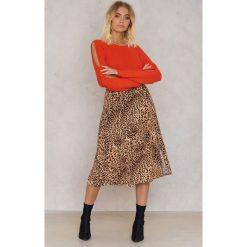 Trendyol Sweter z otwartym rękawem z detalem - Red,Orange. Czerwone swetry klasyczne damskie marki Trendyol, z dzianiny, z okrągłym kołnierzem. W wyprzedaży za 36,78 zł.