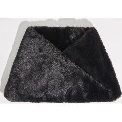 Pluszowy komin - Czarny. Czarne szaliki damskie marki Sinsay. Za 19,99 zł.