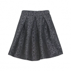 Czarna Spódnica Carefully. Czarne minispódniczki marki Born2be, z tkaniny, eleganckie, rozkloszowane. Za 39,99 zł.