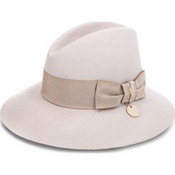 Kapelusz PATRIZIA PEPE - 2V7574/A919-B643 S Soft Beige. Czarne kapelusze damskie marki Patrizia Pepe, ze skóry. W wyprzedaży za 379,00 zł.