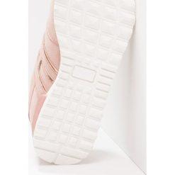 Trampki damskie slip on: H.I.S Tenisówki i Trampki light pink