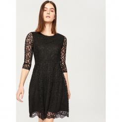 Sukienka z koronki - Czarny. Białe sukienki koronkowe marki Reserved, l. Za 159,99 zł.