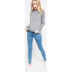 Vero Moda - Sweter. Szare swetry klasyczne damskie Vero Moda, l, z bawełny. W wyprzedaży za 79,90 zł.
