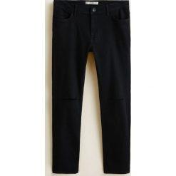 Mango Man - Jeansy Dylan. Czarne jeansy męskie regular Mango Man, z bawełny. W wyprzedaży za 89,90 zł.