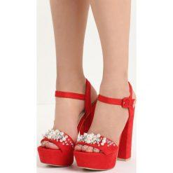 Czerwone Sandały Pearls Design. Czerwone sandały damskie na słupku marki Born2be, w paski, na wysokim obcasie. Za 79,99 zł.