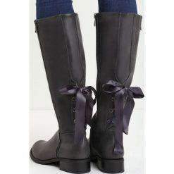 Szare Kozaki I'm With You. Szare buty zimowe damskie marki Born2be, na płaskiej podeszwie. Za 89,99 zł.