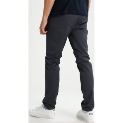 Spodnie męskie: Carhartt WIP VICIOUS PANT LAMAR Spodnie materiałowe blacksmith rinsed
