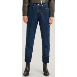 Jeansy z wysokim stanem ReDesign - Granatowy. Niebieskie spodnie z wysokim stanem marki Reserved, z jeansu. Za 159,99 zł.