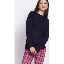 Granatowy Sweter Prevalent. Niebieskie swetry klasyczne damskie Born2be, l, z okrągłym kołnierzem. Za 54,99 zł.