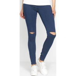 Niebieskie Jeansy Hail. Niebieskie jeansy damskie Born2be. Za 59,99 zł.