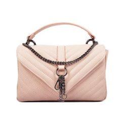 Torebki klasyczne damskie: Skórzana torebka w kolorze pudrowym – (S)15 x (W)23 x (G)7 cm