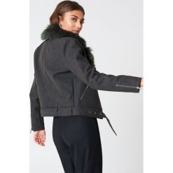 Vanessa Moe x NA-KD Kurtka z syntetycznej skóry ze sztucznym futrem - Black,Multicolor. Czarne kurtki męskie marki Vanessa Moe x NA-KD, w paski, ze skóry. W wyprzedaży za 165,48 zł.