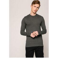 Tommy Hilfiger - Sweter. Szare swetry klasyczne męskie TOMMY HILFIGER, l, z bawełny, z okrągłym kołnierzem. W wyprzedaży za 239,90 zł.