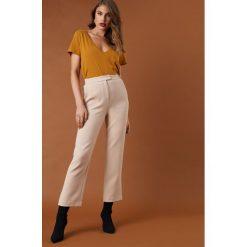 Spodnie z wysokim stanem: NA-KD Trend Luźne spodnie garniturowe - Beige