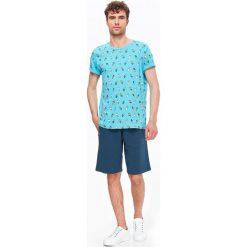T-SHIRT MĘSKI WE WZÓR. Szare t-shirty męskie Top Secret, na lato, m, z bawełny. Za 19,99 zł.