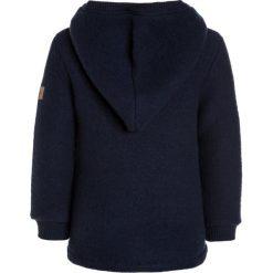 Mikkline HAT  Bluza z polaru blue nights. Niebieskie bluzy chłopięce rozpinane marki mikk-line, z jeansu. W wyprzedaży za 199,20 zł.
