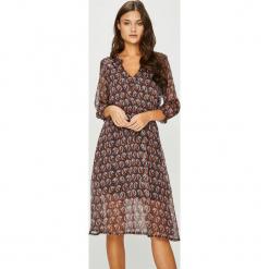 Answear - Sukienka Heritage. Szare sukienki na komunię marki ANSWEAR, na co dzień, l, z poliesteru, casualowe, midi, rozkloszowane. W wyprzedaży za 139,90 zł.