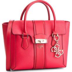 Torebka GUESS - HWVG71 71060 RED. Czerwone torebki klasyczne damskie Guess, z aplikacjami, ze skóry ekologicznej. Za 649,00 zł.