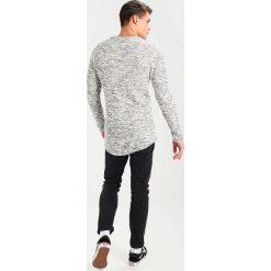 Swetry męskie: Jack & Jones JORDRUM CREW NECK Sweter silver birch