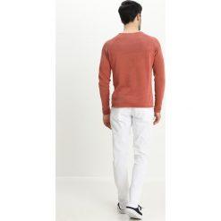 Chinosy męskie: Lindbergh CLASSIC STRETCH Spodnie materiałowe white