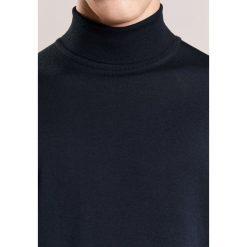 John Smedley RICHARDS Sweter black. Czarne swetry klasyczne męskie John Smedley, m, z materiału. W wyprzedaży za 671,20 zł.