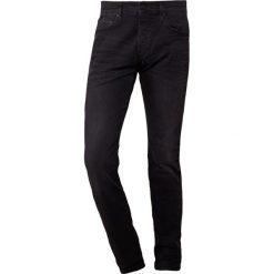 True Religion ROCCO Jeansy Slim Fit black. Czarne jeansy męskie regular True Religion, z bawełny. Za 929,00 zł.