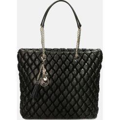 Czarna torebka na ramię. Czarne torebki klasyczne damskie Kazar, ze skóry, duże, pikowane. Za 1399,00 zł.
