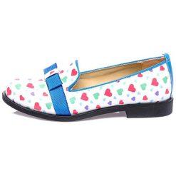 Mokasyny w kolorze biało-niebieskim. Białe mokasyny męskie marki Shoes with Love. W wyprzedaży za 179,95 zł.