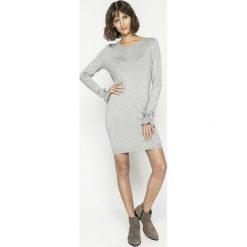 Vero Moda - Sukienka. Szare sukienki dzianinowe marki Vero Moda, na co dzień, l, casualowe, z okrągłym kołnierzem, mini, proste. W wyprzedaży za 99,90 zł.