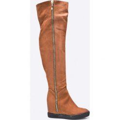 Carinii - Kozaki by Maja Sablewska. Brązowe buty zimowe damskie Carinii, z gumy, z okrągłym noskiem, na koturnie. W wyprzedaży za 399,90 zł.