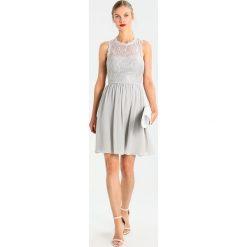 Laona Sukienka koktajlowa silver. Szare sukienki koktajlowe marki Laona, z materiału. W wyprzedaży za 468,30 zł.