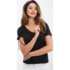 Czarny t-shirt z wiązaniem na rękawach 21613. Czarne t-shirty damskie Fasardi, s. Za 34,00 zł.