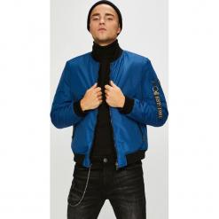 Guess Jeans - Kurtka bomber dwustronna Fighter. Niebieskie kurtki męskie bomber Guess Jeans, l, z aplikacjami, z elastanu. W wyprzedaży za 549,90 zł.