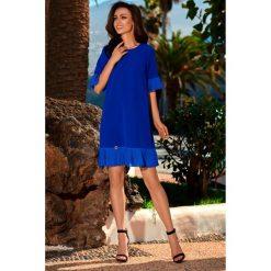 Kobieca sukienka z falbanką l243. Niebieskie sukienki balowe marki SaF, na co dzień, xl, z żakardem, z asymetrycznym kołnierzem, dopasowane. W wyprzedaży za 139,00 zł.