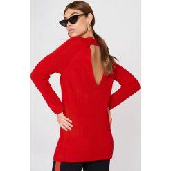 Swetry klasyczne damskie: Trendyol Sweter z odkrytymi plecami - Red