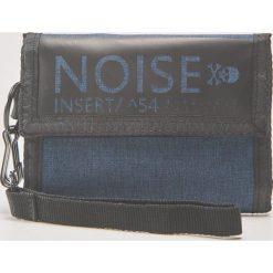 Portfel z napisem noise - Niebieski. Czerwone portfele męskie marki House, z materiału. Za 39,99 zł.