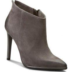 Botki CARINII - B3777 G65-000-000-000. Szare buty zimowe damskie Carinii, z materiału, na obcasie. W wyprzedaży za 259,00 zł.